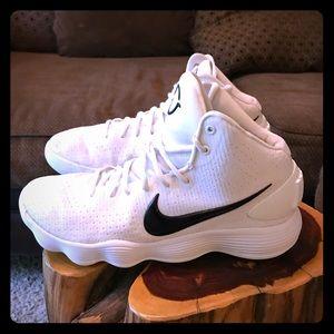 Nike Hyperdunk Size 10.5. Soles like new.